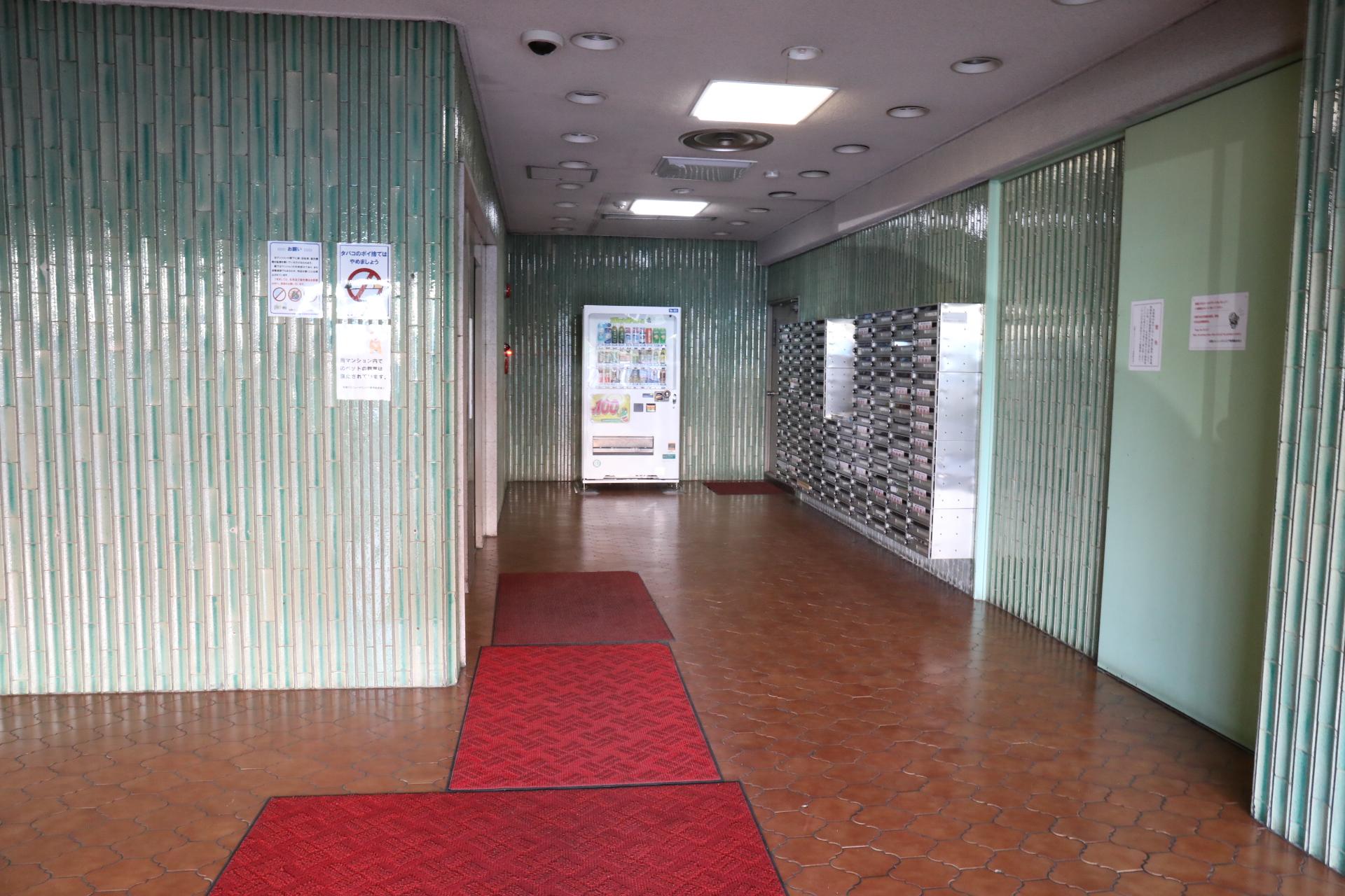 札幌トランクルームエントランス